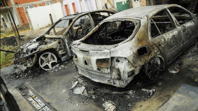 Два леки автомобила са опожарени тази нощ в град Камено.
