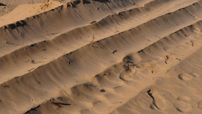 Увредени са пясъчни дюни на централния плаж в Ахтопол