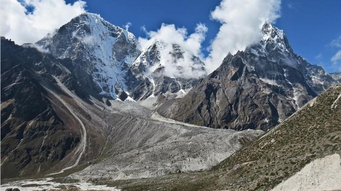 Китайски алпинисти изкачиха Еверест, за да измерят точната височина на