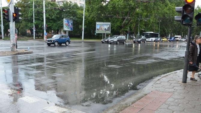 """Четири дни предсрочно приключи ремонтът на кръстовището между булевардите """"Шести"""