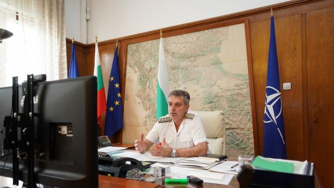 Началникът на отбраната адмирал Емил Ефтимов бе първият гост в
