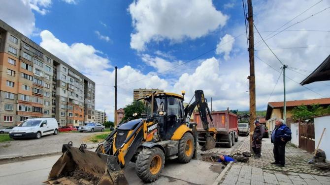 Полагат новия водопровод в Перник