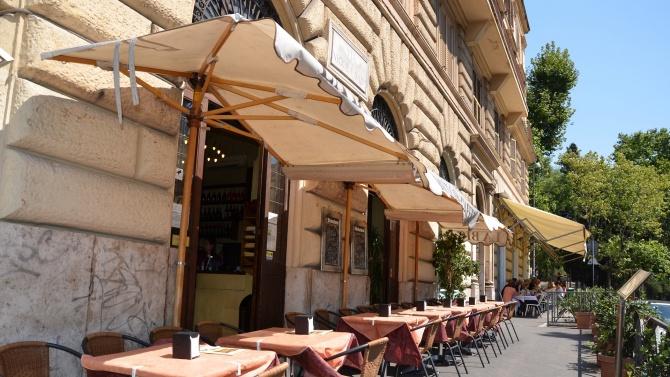 Отварят ресторантите и кафенетата на открито в Северна Македония