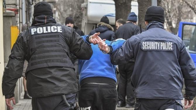 Радомирски полицаи задържаха столичанин, обявен за общодържавно издирване
