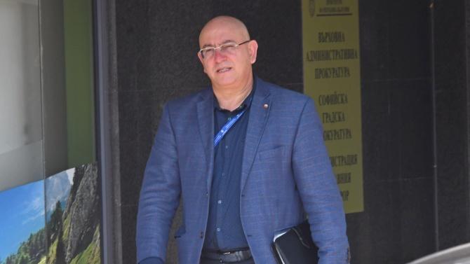 Емил Димитров няма да иска оставката на задържания си заместник