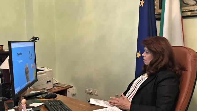 """Йотова и посланик Хопкинс проведоха онлайн среща с победителките в """"Посланик за един ден"""""""