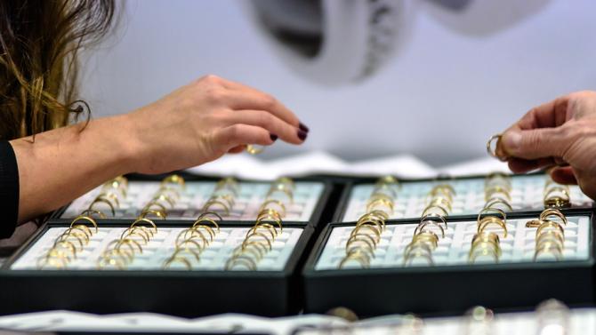 Опит за контрабанда на 2.600 кг златни накити са предотвратили