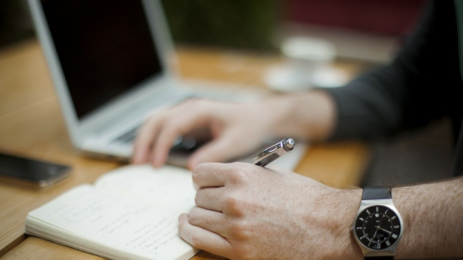Изпълнителният директор на Агенцията по заетостта Драгомир Николов подписа договори