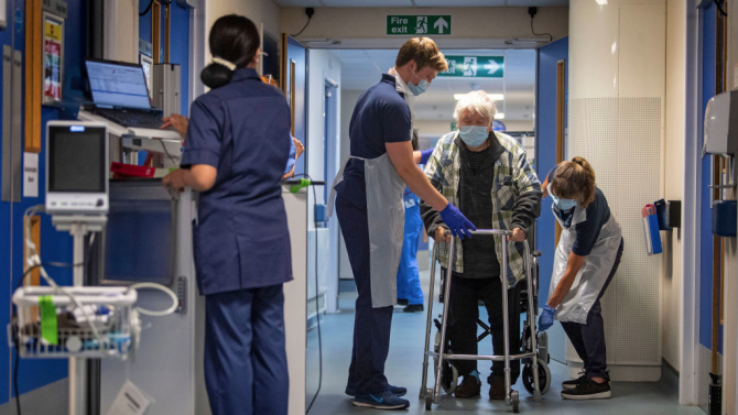 324 починали от коронавируса във Великобритания за последното денонощие