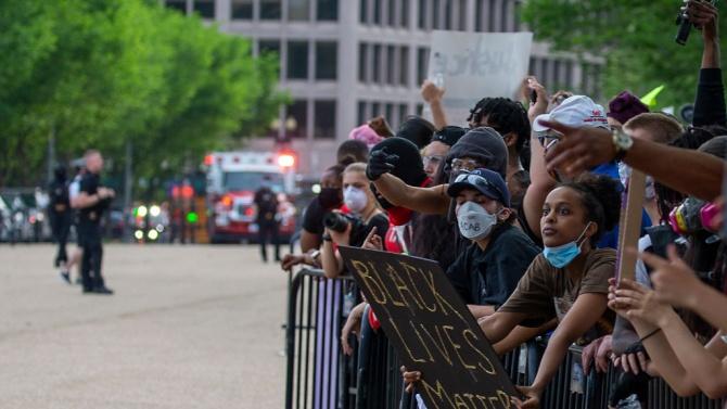 Стотици протестиращи се събраха пред Белия дом, за да изразят