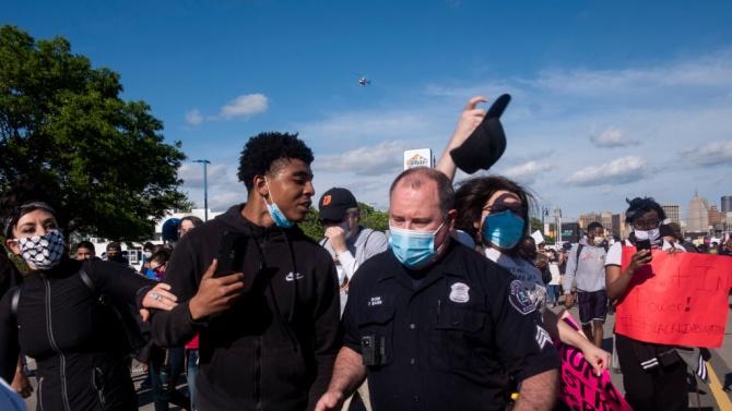 Стрелба срещу демонстранти в Детройт завърши с убит