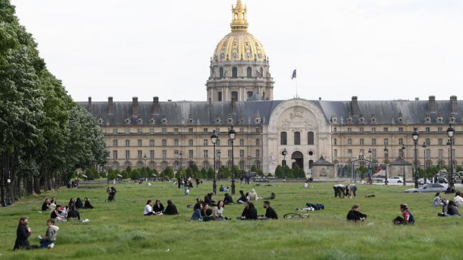 Във Франция от днес отново са отворени парковете