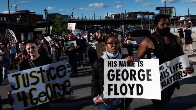 Адвокати на роднините на Джордж Флойд искат независима аутопсия на тялото му