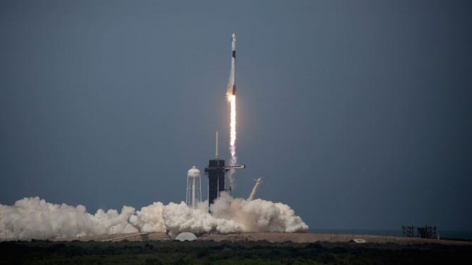 Пилотираният кораб на SpaceX излетя успешно към МКС. Тръмп: Гении сме, това е само началото