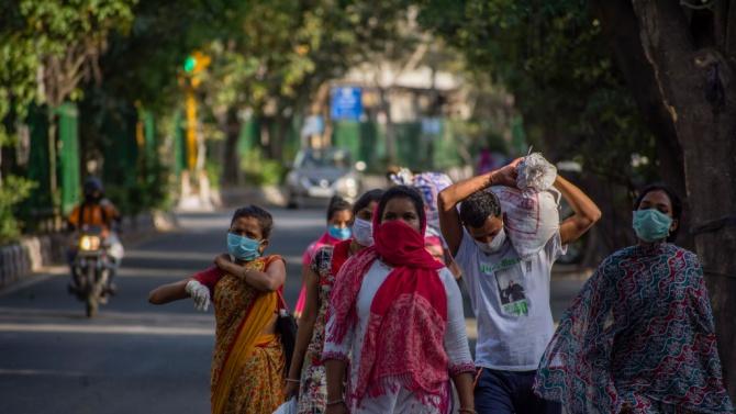 Индийският премиер Нерендра Моди предупреди днес индийците да продължат да