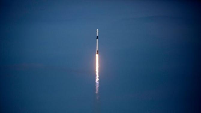 Корабът Dragon на SpaceX  се скачи успешно с МКС