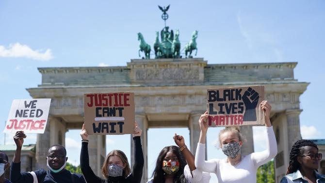 Стотици хора протестираха в Лондон и Берлин заради смъртта на Джордж Флойд
