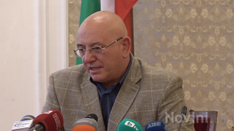 НА ЖИВО: Изявление на министъра на околната среда и водите Емил Димитров