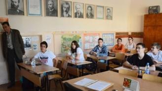 МОН: Зрелостниците с най-високи резултати от изпитите ще получат допълнителна стипендия