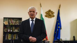 Ананиев издаде заповед, с която регламентира влизането в България от 1 юни