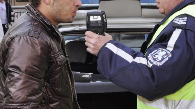 Спипаха друсан и пиян шофьор до гимназия в Бургас, съобщиха