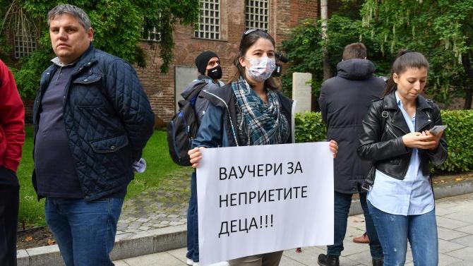 Родители в София протестираха заради класирането в детски ясли и градини