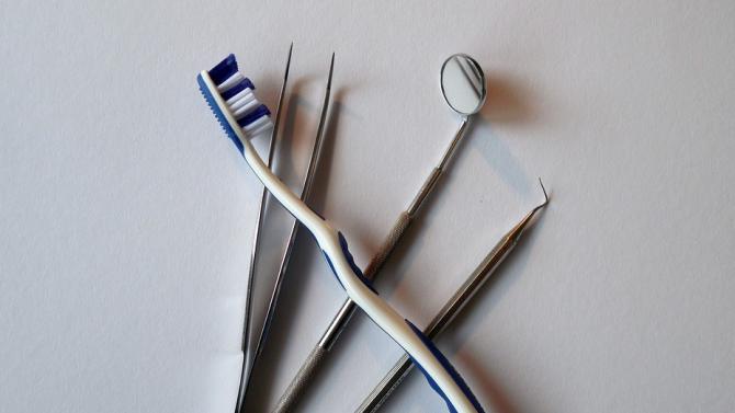 Когато стоматологичният кабинет кара Доминик Прайс да си смени сам