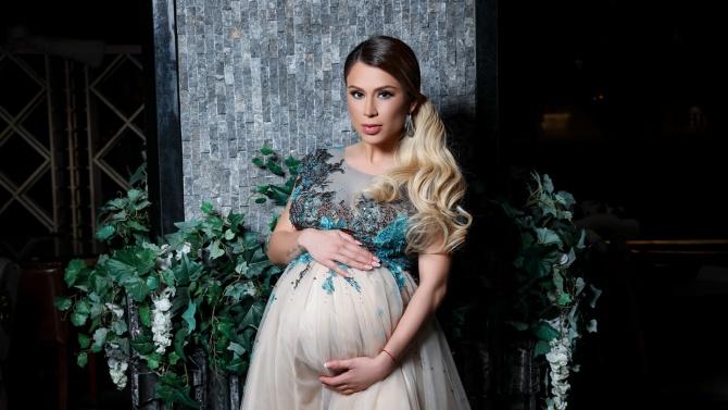 Ася Капчикова е бременна с близнаци