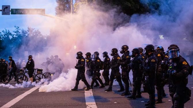 Вашингтон въвежда полицейски час за още две нощи заради протестите