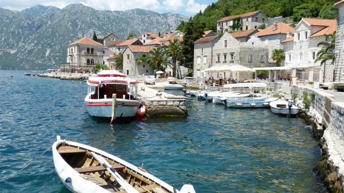 Туристи започнаха да влизат в Черна гора от полунощ, когато