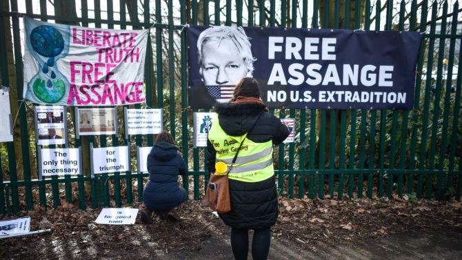 """Основателят на сайта """"Уикилийкс"""" Джулиан Асандж беше прекалено болен, за"""