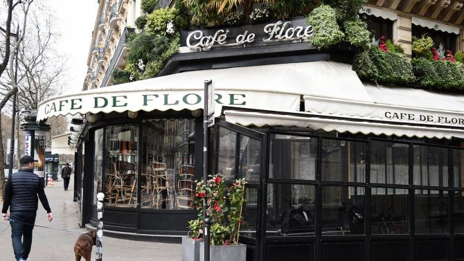 Французите се завръщат в любимите си кафенета и ресторанти