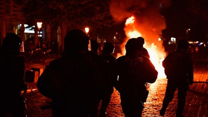За най-малко седем ранени полицаи по време на протестите в