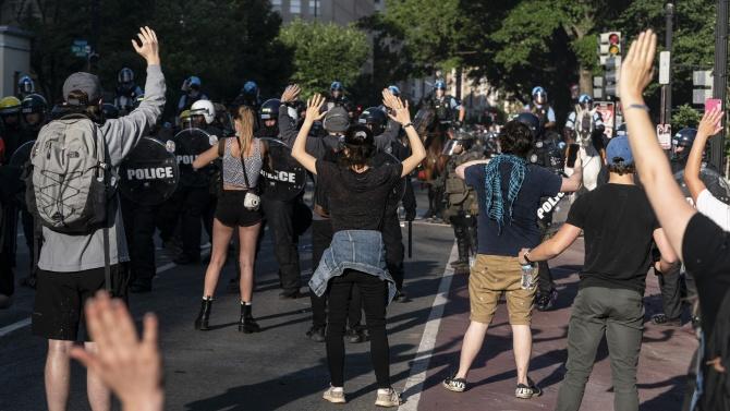 Полицаи от български произход са пострадали при безредиците в САЩ