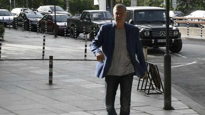 Сагата с Левски приключи. Наско Сираков е новият собственик на отбора