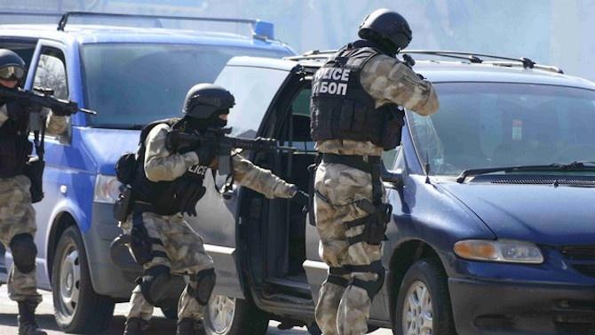 Голямо количество оръжие е задържано при спецакция в Добрич