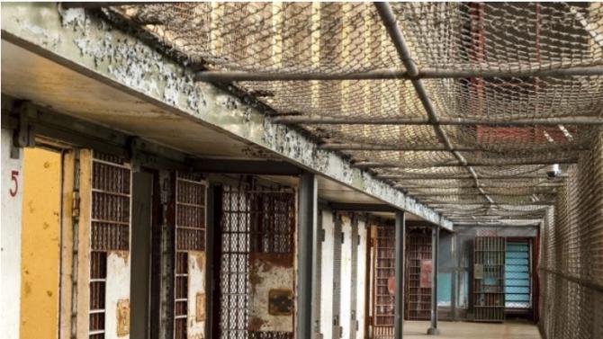 18 години затвор за 64-годишен мъж, заклал зет си при домашна свада