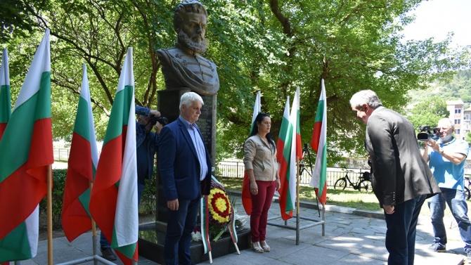Кметът на Асеновград доктор Христо Грудев се поклони пред паметта
