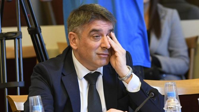 Данаил Кирилов отмени процедура, в която участвали едва двама представители