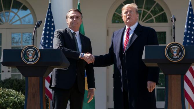 Тръмп разговаря с Болсонаро