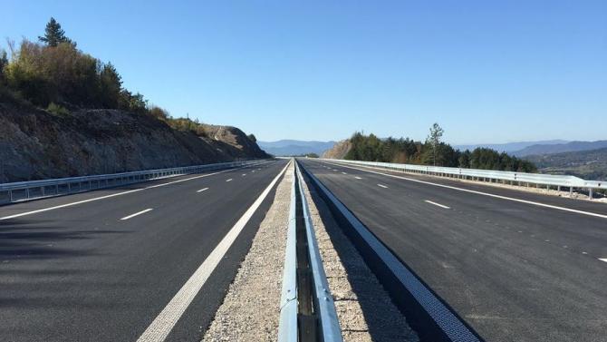"""Подменят мантинели при 202–ри км на автомагистрала """"Тракия"""""""