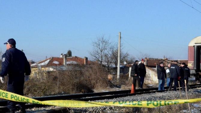 Влак прегази лежаща върху релсите жена в Разградско