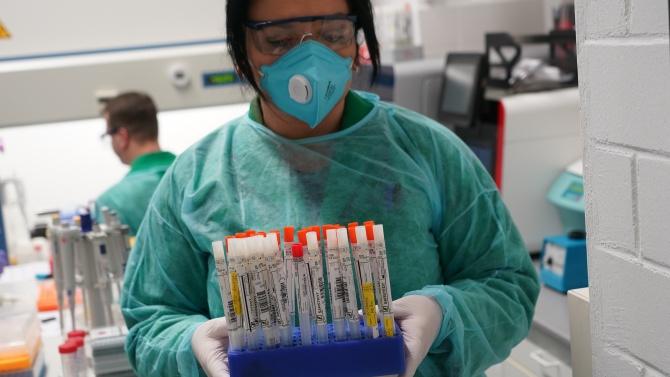 Тестват лекарите от сливенската болница със 7 заразени медици