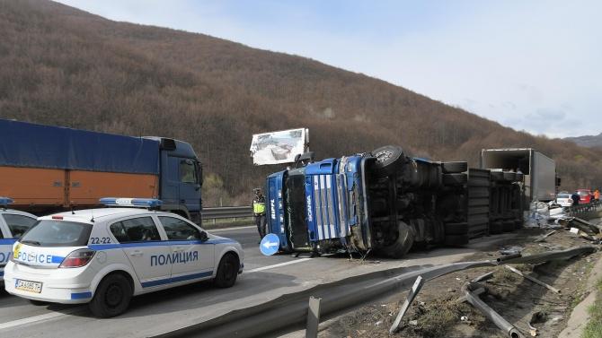 Водач на товарен автомобил е загинал при пътен инцидент на