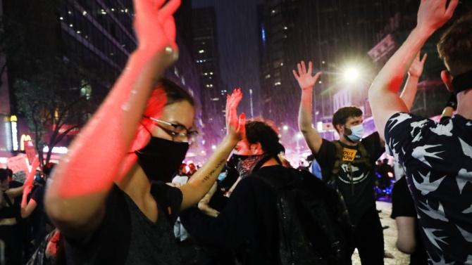 В Ню Орлиънс полицията използва сълзотворен газ срещу демонстранти