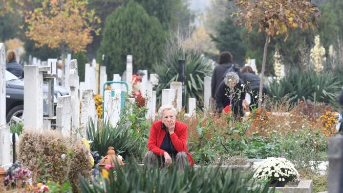 Община Перник осигурява безплатен транспорт на гражданите до Централния гробищен