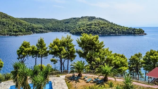 Повечето хотели в гръцките курорти ще отворят врати на 1