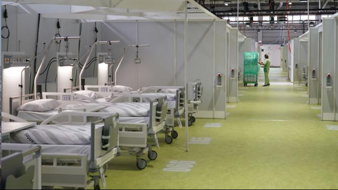 Полева болница, изградена набързо, за да бъдат разтоварени стокхолмските болници