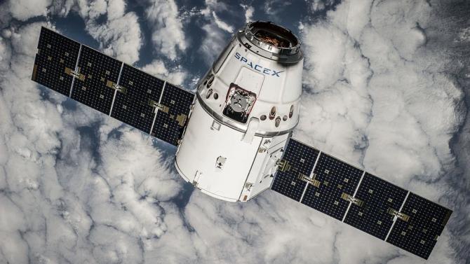 SpaceX изведе в орбита 60 телекомуникационни спътника