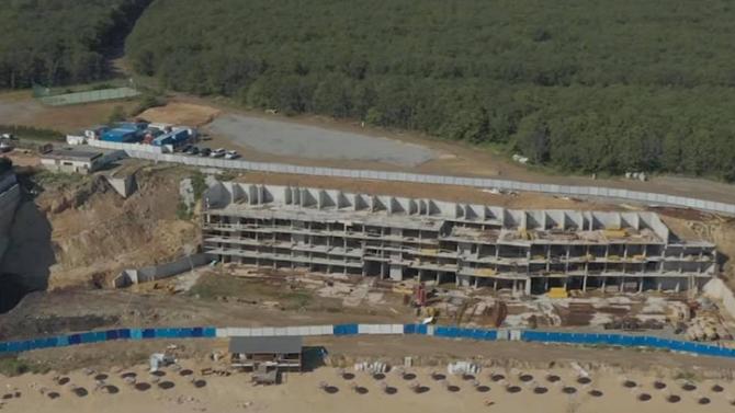 Това е конструкция за брегоукрепване. Проекта е в два етапа
